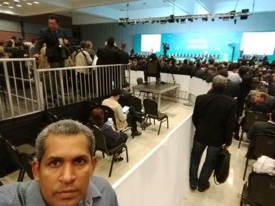 Prefeito Wilker registra em selfie presença no lançamento do programa GESAC