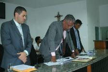 Presidente ALex Tanuri promulga resolução que concedeu aumento à Câmara