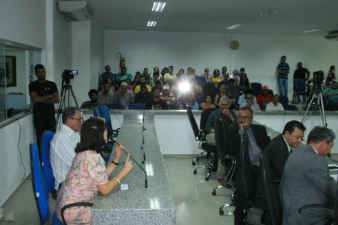 Plen+írio e Vereadores ouvem interven+º+úo da Professora Maryangela Aquino