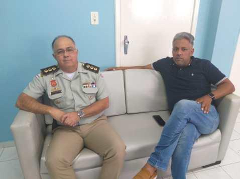 Comandante Anselmo Bisco e Presidente Alex acordam ocupação de prédios da Câmara