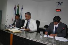 Presidente Alex Tanuri preisidu sessão extraordinária