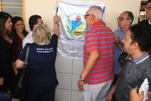 Placa foi descerrada por José Carlos Tanuri e Oscarlinda tanuri